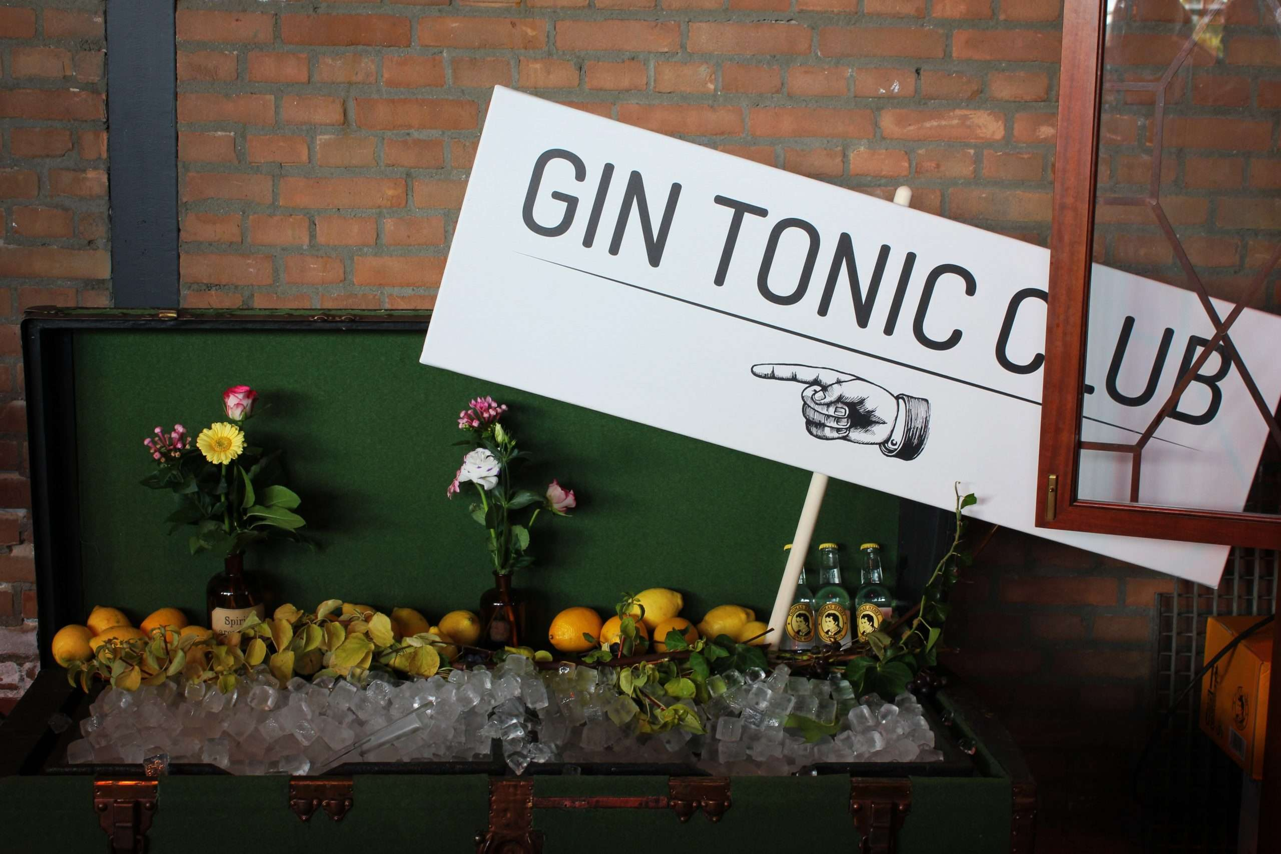 Gin and tonic sign