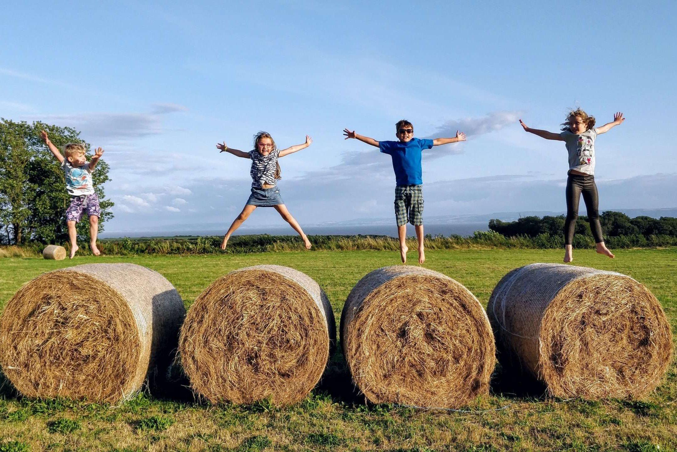 children on straw bales